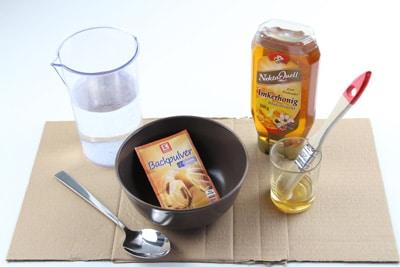 Honig und Backpulver gegen Silberfische