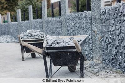 Gabionen mit Steinen befüllen