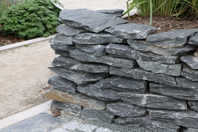 Trockenmauer als Begrenzung