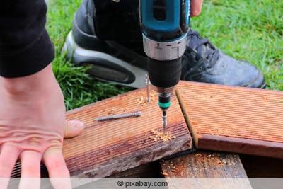 Bangkirai-Holz vorbohren
