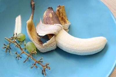 Reifes Obst auf offenem Teller