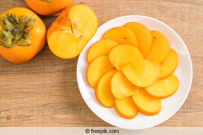 Aufgeschnittene Kakifrucht