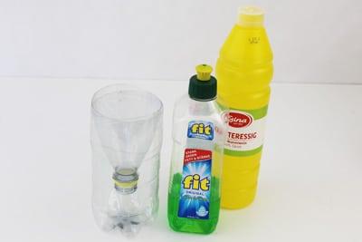 Obstfliegenfalle mit Essig und Spülmittel