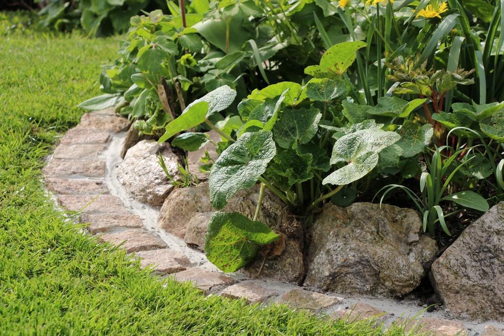 Gartengestaltung mit Stein, Findlingen und Granit ...