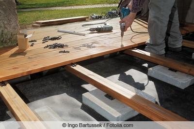 Holzterrasse wird gebaut