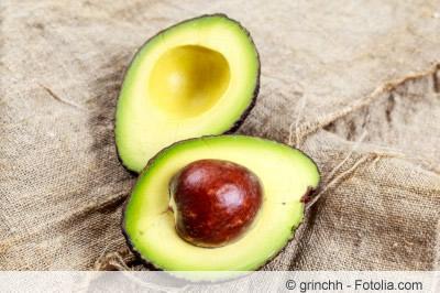 reife Frucht mit Avocadokern