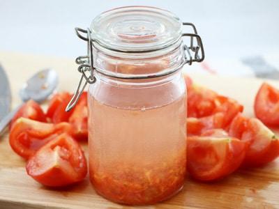 Samen der Tomate im Glas