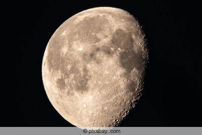 Abnehmender Mond auf Nordhalbkugel