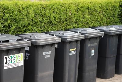 Mülltonnen zur Müllentsorgung