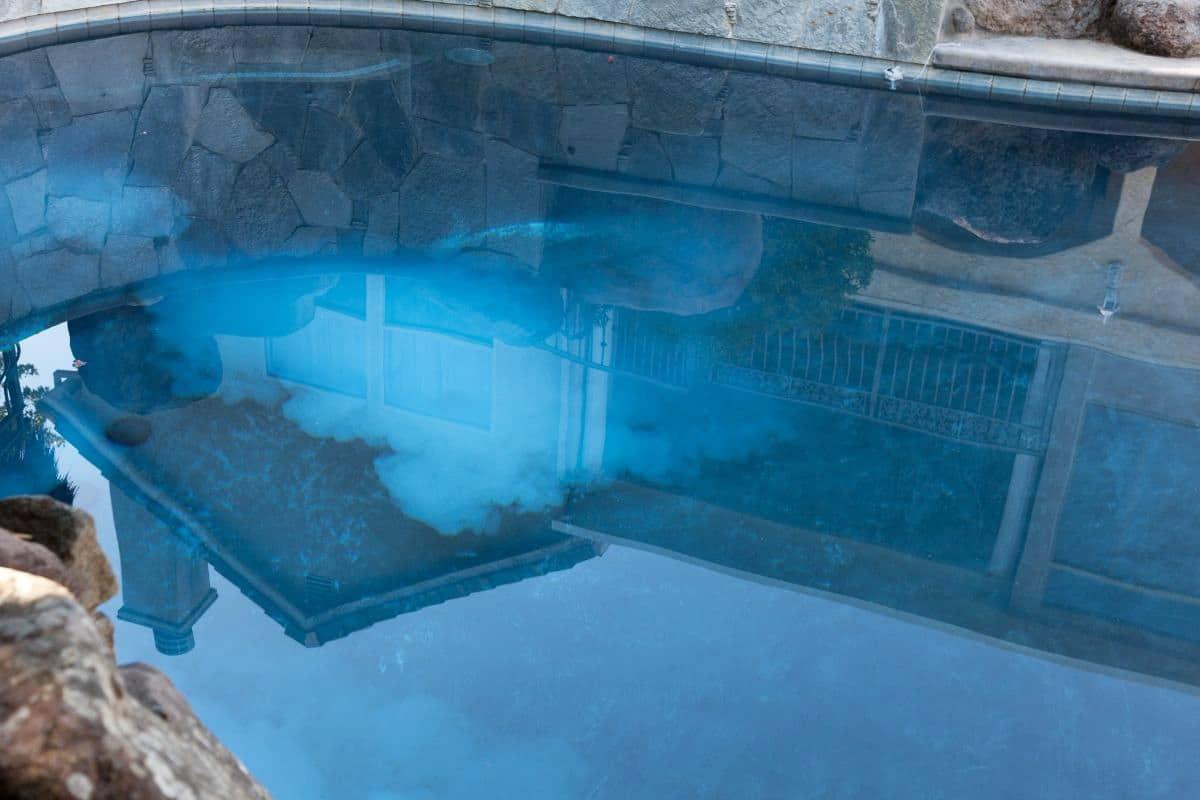 Kleine rote Würmer - Stoßchlorung im Pool