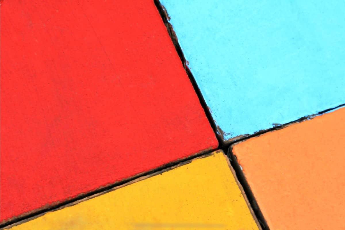 Terrassenplatten streichen - Bunte Platten