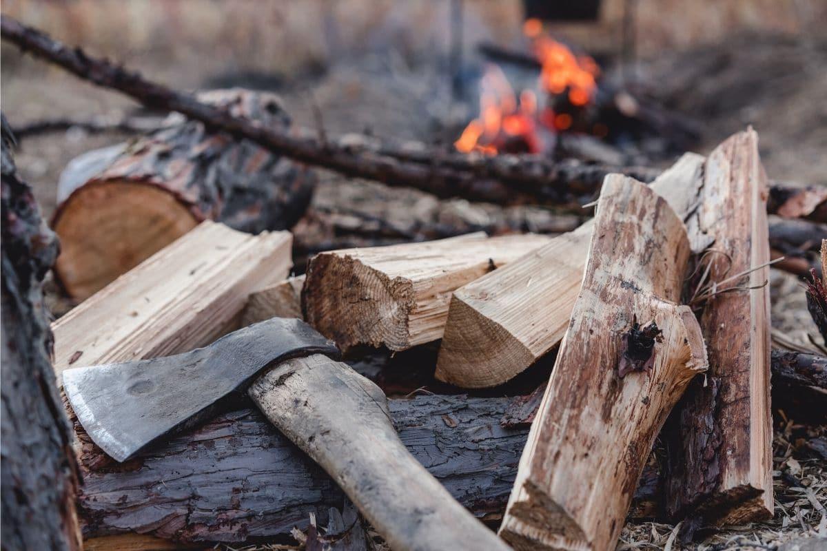 Feuer im Garten - Brennholz