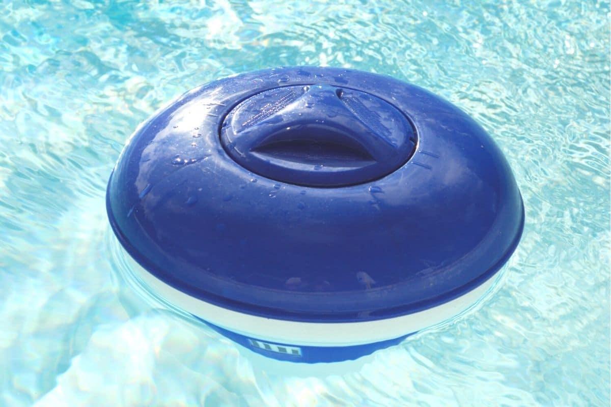 Chlor-Verteiler im Pool