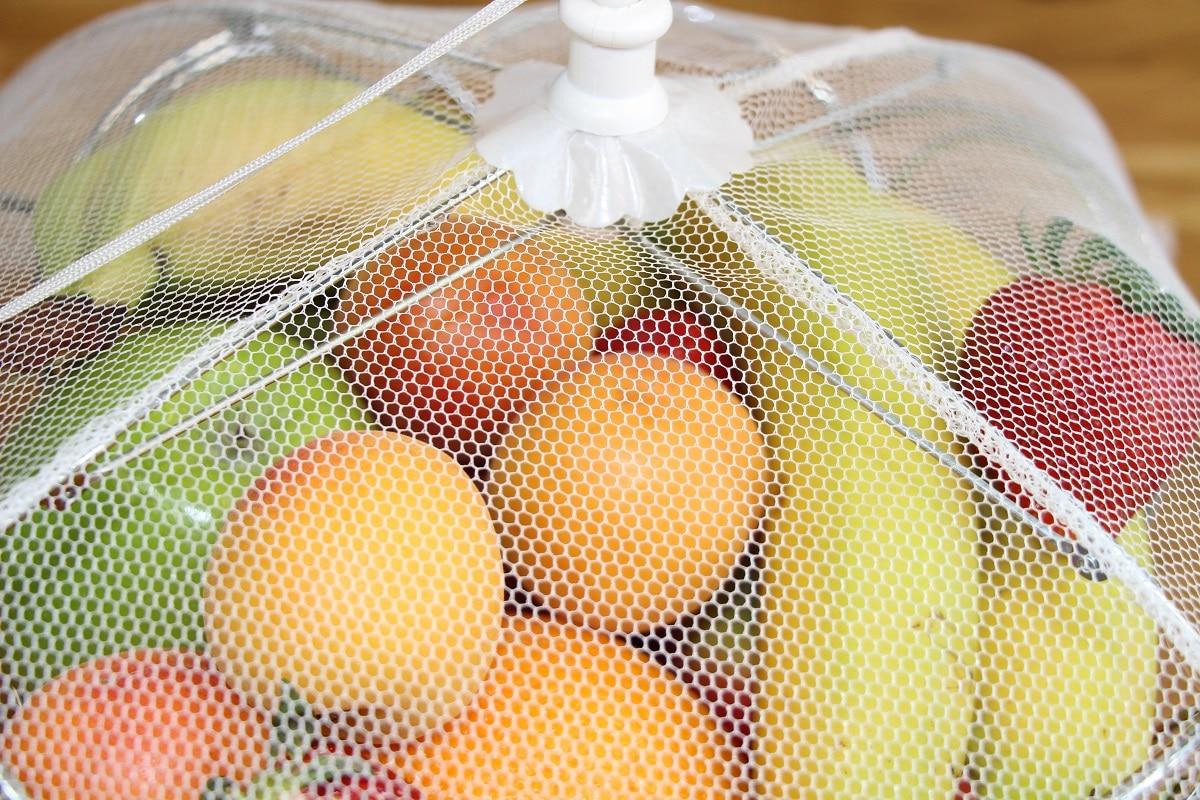 Obst mit Haube abdecken