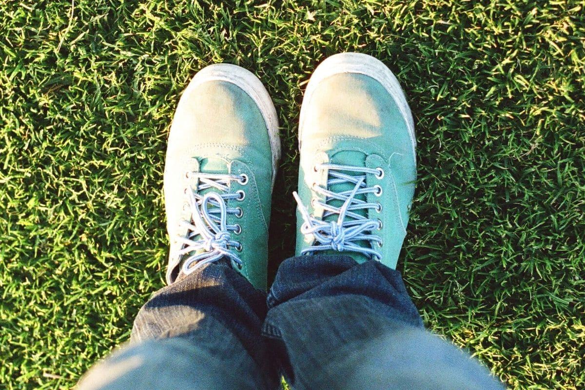 Füße aus Rasen