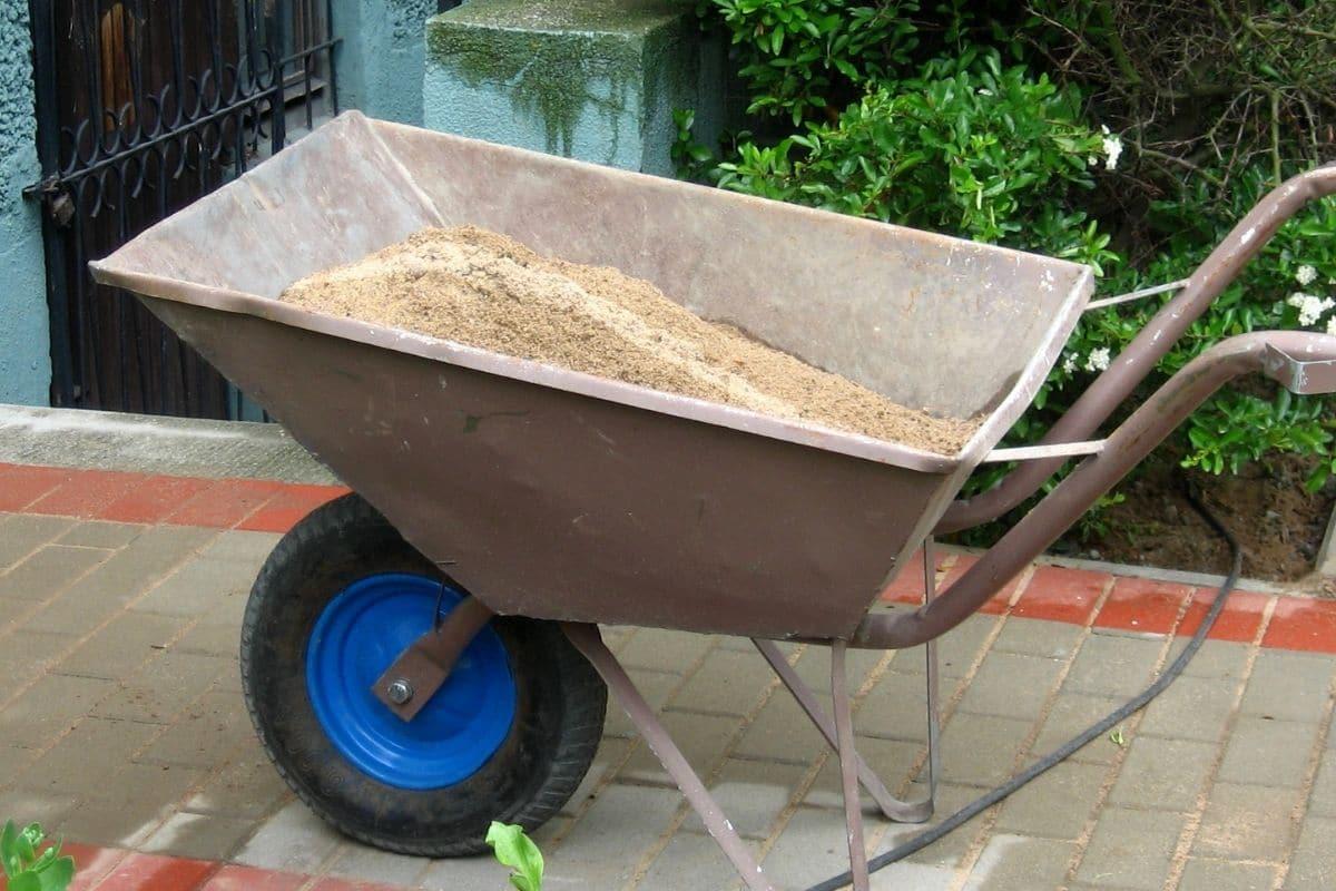 Schubkarre voll Sand